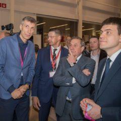 Губернатор Новосибирской области В.Ф. Городецкий посетил стенд ГК